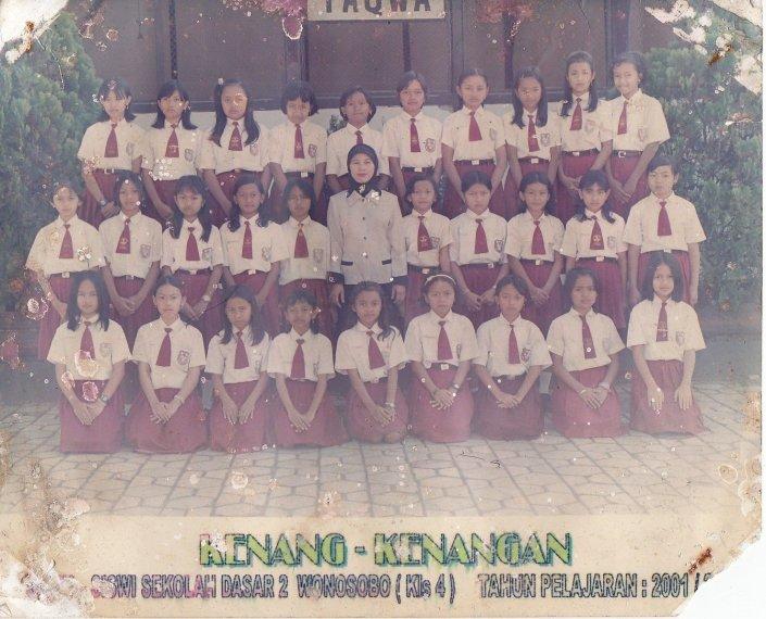 Kelas 4 Putri SD 2 Tahun 2001/2002