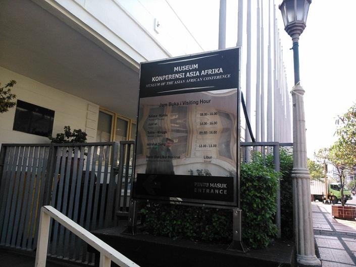 @Front of Museum Konferensi Asia Afrika