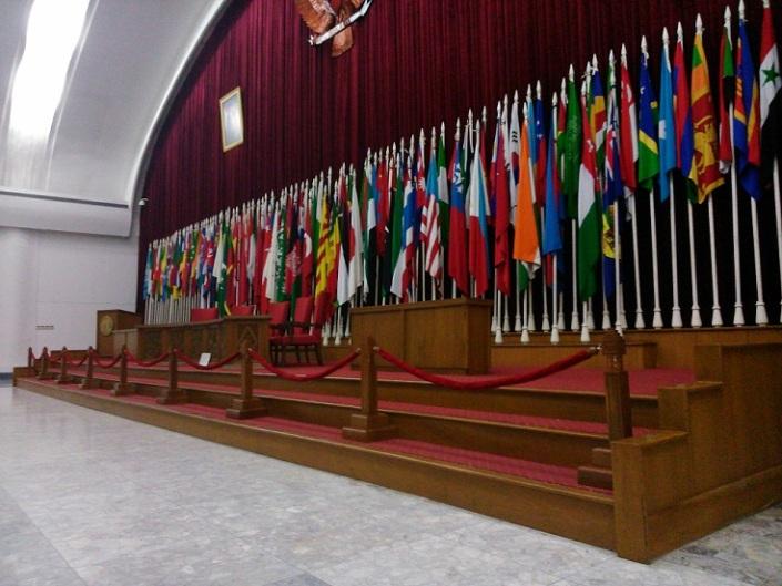 Bendera antar Bangsa Asia Afrika berjejer