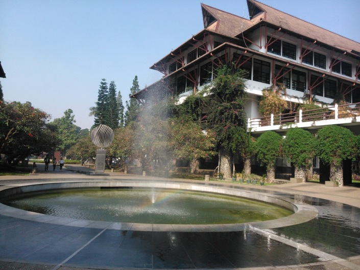 Air Mancur & Gedung Teknik Informatika