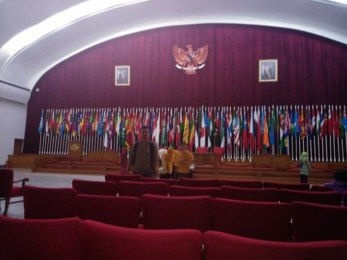 Di Ruang Konferensi Asia Afrika