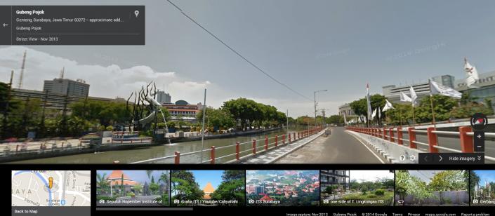 Suasana di Dekat Patung Simbol Kota Surabaya