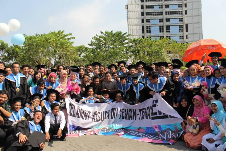 Foto terakhir bersama teman-teman TC 2010 :')